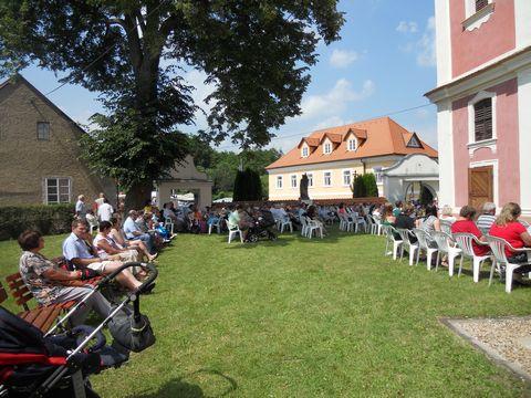 Poutníci na Hrádku, červenec 2013